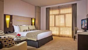 plazaroom1-8368.jpg-cropper-1400x788